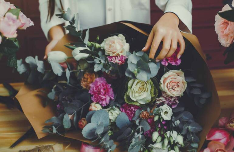 Why We Give flowers as a Gift?
